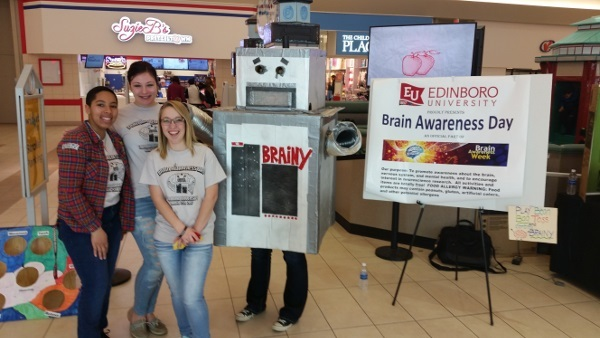 Brainy the robot teaching children about brain structure and function at a mall, organized by the Department of Psychology, Edinboro University of Pennsylvania