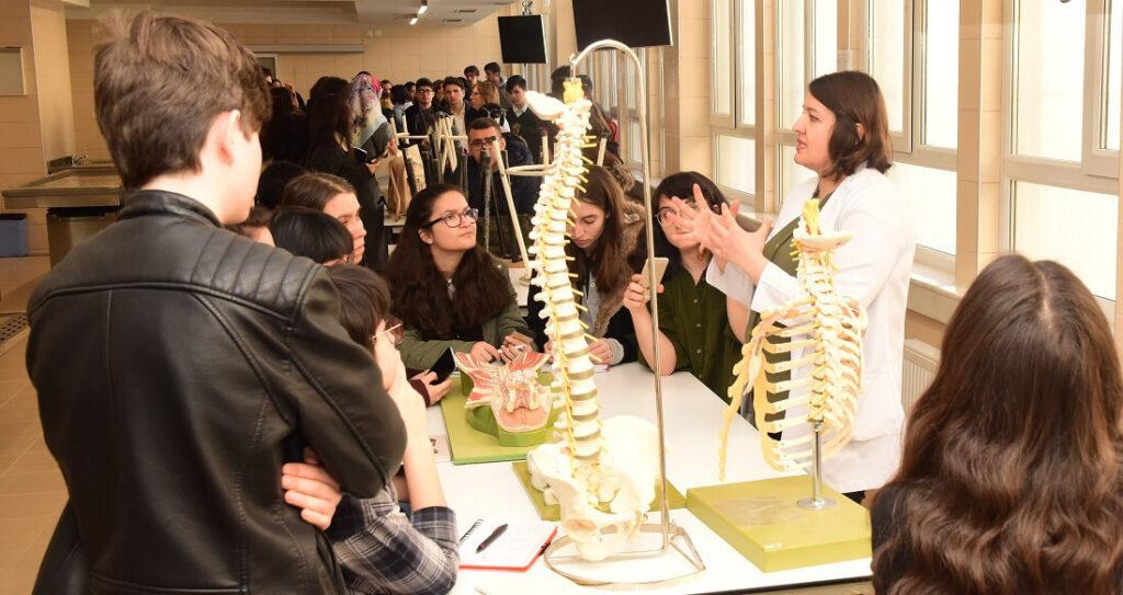Anatomy laboratory visits for competitors of the 12th Turkish Brain Bee, organized by Eskişehir Osmangazi University in Turkey.