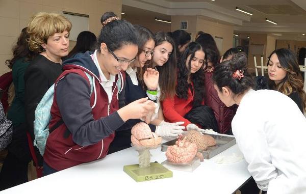Students learn about the brain during BAW organized by Eskisehir Osmangazi University in Turkey