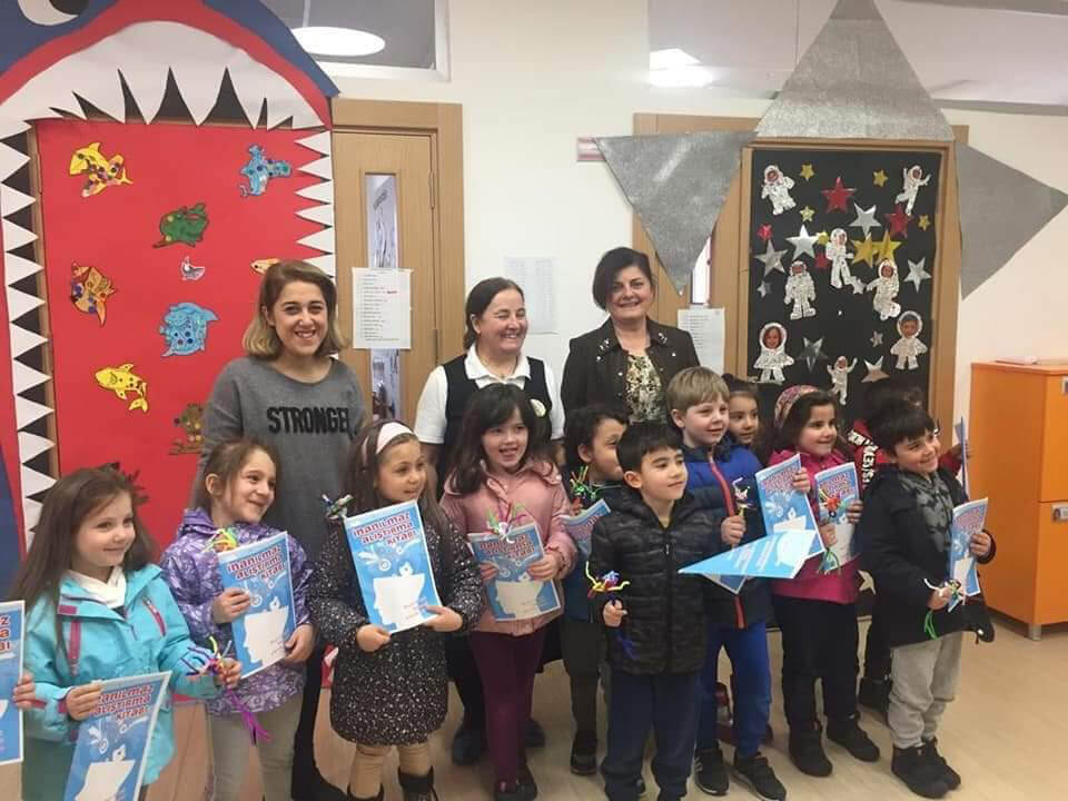 Kindergarten children together with their teachers after a BAW meeting organized by Eskisehir Osmangazi University (ESOGU) in Turkey.
