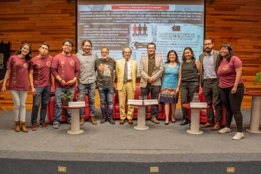 Participants pose for a photo at an event organized by Facultad de Medicina, UNAM Instituto de Investigaciones Biomédicas, UNAM Instituto Nacional de Neurología y Neurocirugía, and the Hospital General de México in Mexico.