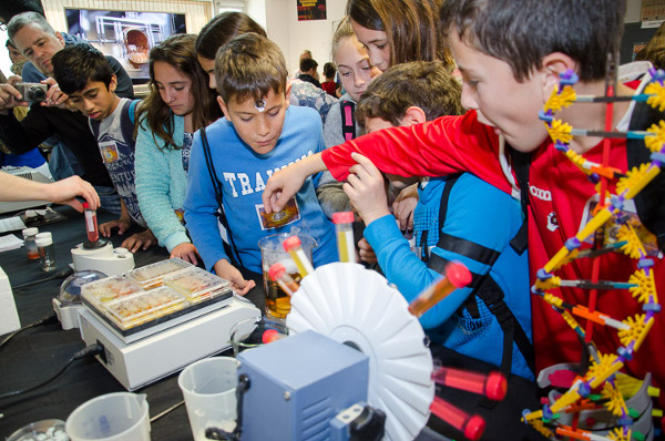 Students visit the Neuroscience Institute and engage in fun activities at an event organized by Instituto de Neurociencias, UMH-CSIC in Spain