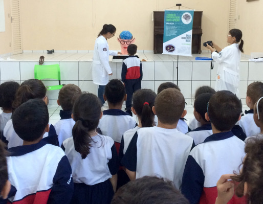 Presentation to elementary students during BAW at the Institute of Bioscience of Botucatu in Brazil