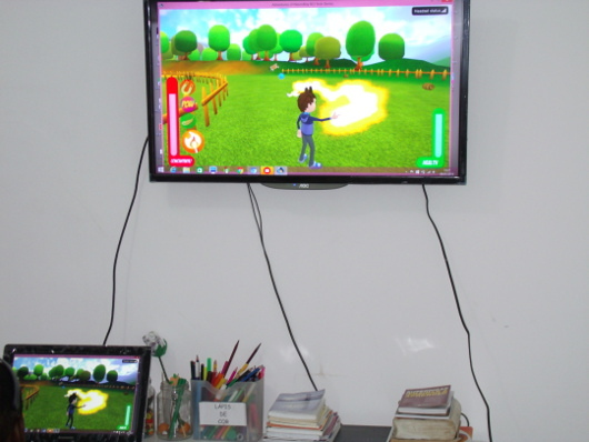 A video game controlled by the brain by wearing a special head apparatus organized by the Instituto Neurointegra, Brazil