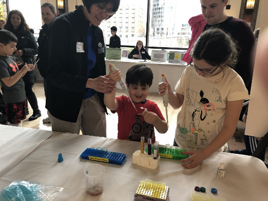 Learning how to become a neuroscientist during an event organized by Michigan State University