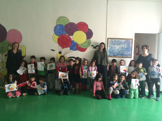 Children holding up their work at an event organized by the Neuroscience Society of Turkey