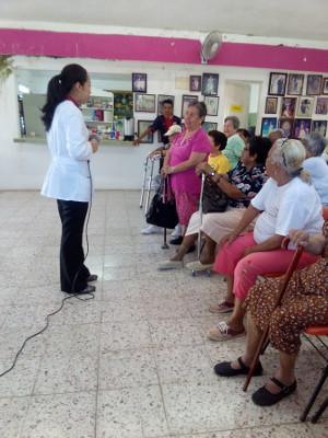 An event at a senior club organized by the Universidad de Quintana Roo, Mexico