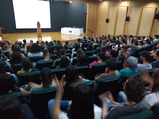 The audience at an event organized by the Universidade de Mogi das Cruzes in Brazil