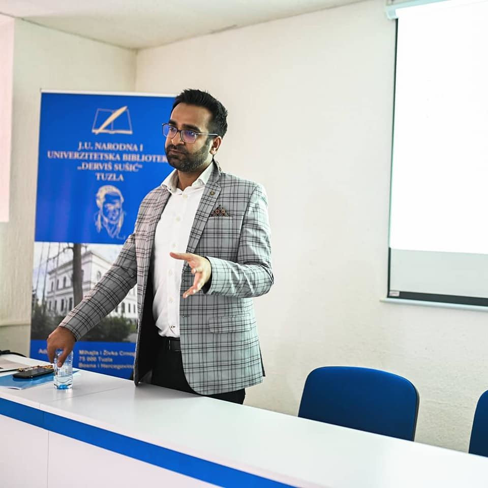 """Professional workshop on """"The Basics of a Scientific Research Paper- Made Ridiculously Simple"""" organized by Tuzla Brain Week in Bosnia and Herzegovina."""